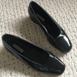 Ann Taylor PATENT LEATHER Black 7.5 low heel flats